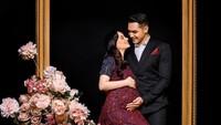 <p>Setelah menanti selama 7 tahun, pasangan ini pun akhirnya mendapat kado terindah, yakni kehamilan Asmirandah. (Foto: Instagram @asmirandah89)</p>