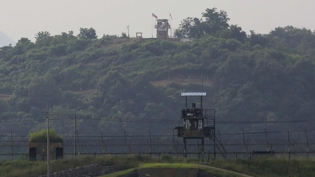 Military guard posts of North Korea, rear, and South Korea, foreground, are seen in Paju, at the border with North Korea, South Korea, Tuesday, June 16, 2020. North Korea blew up an inter-Korean liaison office building just inside its border in an act Tuesday that sharply raises tensions on the Korean Peninsula amid deadlocked nuclear diplomacy with the United States. (AP Photo/Ahn Young-joon)