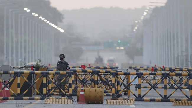 A South Korean army soldier patrols at the Unification Bridge, which leads to the Panmunjom border village in the Demilitarized Zone in Paju, South Korea. Tuesday, June 16, 2020. North Korea blew up an inter-Korean liaison office building just inside its border in an act Tuesday that sharply raises tensions on the Korean Peninsula amid deadlocked nuclear diplomacy with the United States. (AP Photo/Ahn Young-joon)