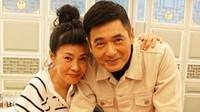 <p>Meski sudah 34 tahun menikah dan tidak punya anak, Chow Yun Fat dan istrinya masih terlihat mesra lho. (Foto: Instagram @chowyunfat_fanpage)</p>