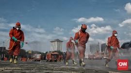 FOTO: Bersih-bersih Monas dari Virus Corona