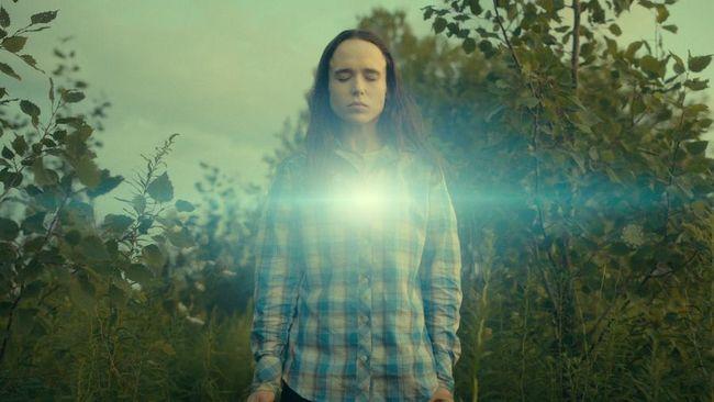Aktor Elliot Page atau yang sebelumnya dikenal sebagai Ellen Page dipastikan akan tetap bermain dalam serial The Umbrella Academy.