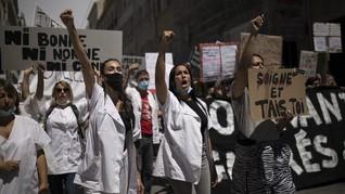 FOTO: Paramedis Prancis Tuntut Kenaikan Gaji