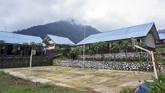 Suasana SMP N 4 Bawang saat pemberlakuan kebijakan belajar di rumah akibat pandemi COVID-19 di Pranten, Kecamatan Bawang, Kabupaten Batang, Jawa Tengah.