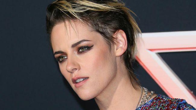 Aktris Kristen Stewart sempat dinyatakan positif Covid-19 saat syuting film Happiest Season pada Februari lalu.