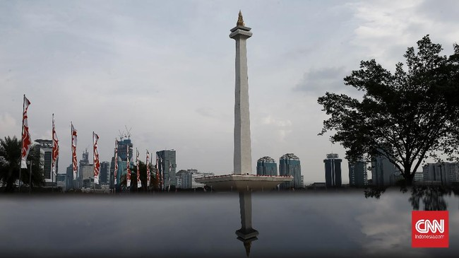 Monumen Nasional  merupakan bangunan peninggalan Presiden RI Pertama Soekarno yang terinspirasi dari negara Peracis yang mempunyai menara eiffel, akhirnya dibangunlah Monas yang merupakan kombinasi tradisi dan moderenitas. Bentuknya didasarkan pada patung-patung lingga-yoni dari zaman Hindu. Hiasan puncaknya berupa api berlapis emas.Kamis (18/6/2020). CNN Indonesia/Andry Novelino