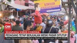 VIDEO: Pedagang Tetap Berjualan Meski Pasar Ditutup