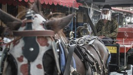 Kusir Bermasker & Sekat Akrilik, New Normal Delman di Yogya