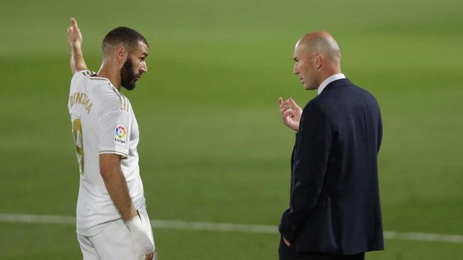 Zinedine Zidane menegaskan tidak akan mundur usai gagal membawa Real Madrid menang atas Shakhtar Donetsk di Liga Champions.