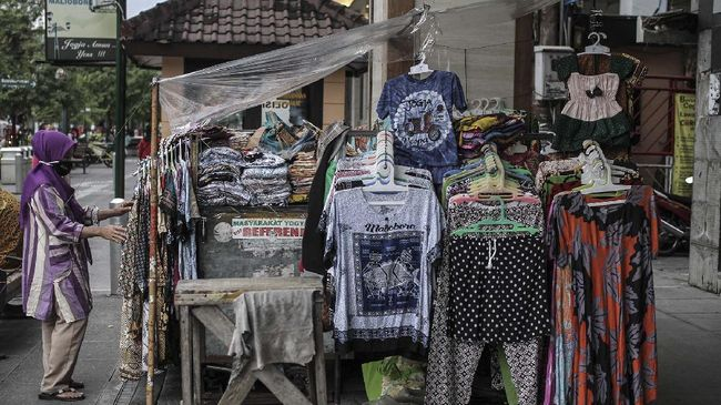 Presiden Jokowi minta vaksinasi terhadap 19.900 pedagang di Pasar Beringharjo dan Jalan Malioboro segera diselesaikan demi meningkatkan geliat ekonomi.