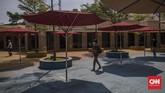 Pengunjung mencoba wahana permainan saat berwisata di Dufan, Ancol, Jakarta, Sabtu, 20 Juni 2020. Setelah ditutup selama dua bulan akibat pandemi COVID-19, kawasan rekreasi Ancol Taman Impian kembali dibuka. CNN Indonesia/Bisma Septalisma