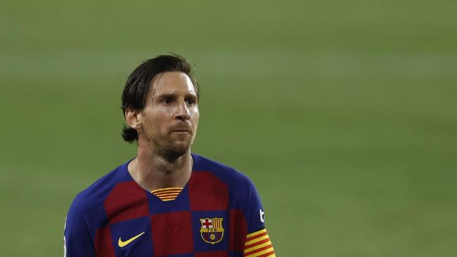 Bintang Barcelona Lionel Messi dalam bahaya saat tampil melawan Napoli dalam leg kedua babak 16 besar Liga Champions.