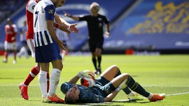 FOTO: Detik-detik Leno Cedera, Penyebab Laga Arsenal Ricuh