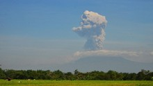 Gunung Ili Lewotolok di Lembata NTT Erupsi