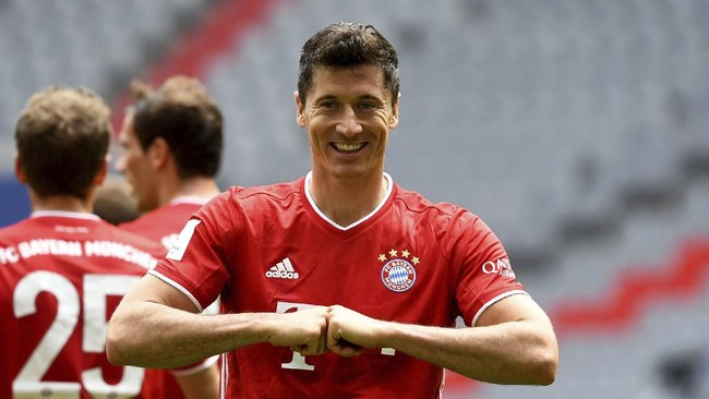 Munich's Robert Lewandowski cheers after his goal during the German Bundesliga soccer match between Bayern Munich and SC Freiburg in Munich, Germany, Saturday, June, 20, 2020. (Sven Hoppe/dpa via AP)