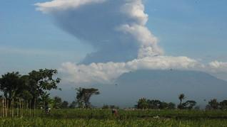 Gunung Merapi Erupsi, Masyarakat Diimbau Tetap Tenang