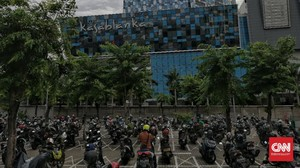 FOTO: Parkir Mobil dan Motor Berjarak Saat Pandemi