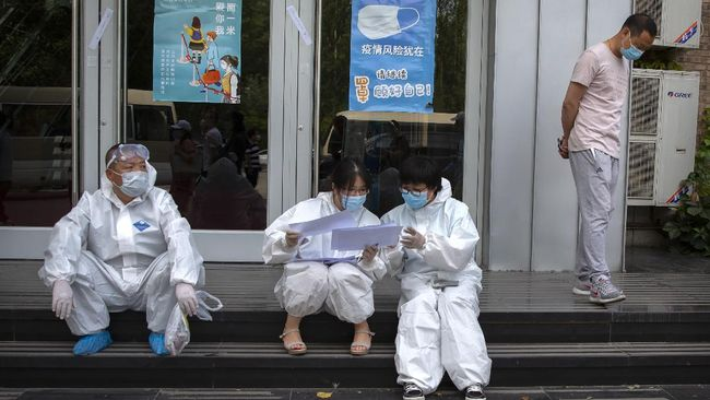 Shanghai memberlakukan lockdown di dua rumah sakit paling terkenal di China setelah diduga muncul klaster baru Covid-19.