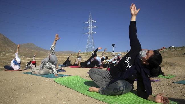 Afghan enthusiasts perform yoga to mark International Yoga Day during the COVID-19 pandemic lockdown, on the outskirts of Kabul, Afghanistan, Sunday, June 21, 2020. (AP Photo/Rahmat Gul)