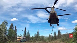 VIDEO: Bus 'Into The Wild' Dipindahkan dari Hutan Alaska