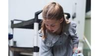 <p>Sekitar sebulan lalu, Putri Charlotte ikut melakukan pekerjaan sukarela. Ia membagikan produk perawatan homemade kepada warga yang terdampak Corona atau COVID-19. (Foto: Instagram @kensingtonroyal)</p>