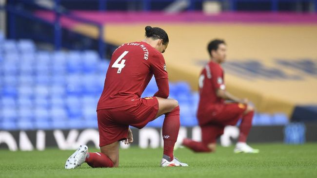 Liverpool's Virgil van Dijk takes the knee before the English Premier League soccer match between Everton and Liverpool at Goodison Park in Liverpool, England, Sunday, June 21, 2020. (Peter Powell/Pool via AP)