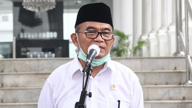 Muhadjir Effendy mengatakan pemerintah tengah waspada agar kasus Covid-19 di India tidak terjadi juga di Indonesia jelang Lebaran.