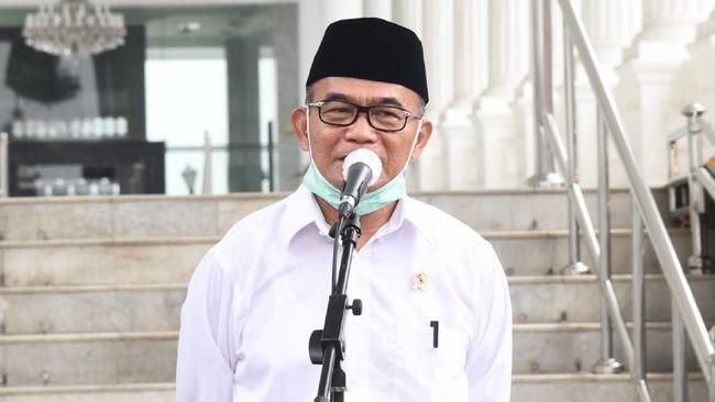 Menko PMK Muhadjir Effendy memebrikan keterangan di Istana, Senin (22/6)