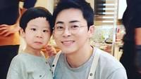 <p>Ia berperan sebagai U-Ju, anak Lee Ik-Jun (Jo Jung Suk) di drama Korea Hospital Playlist. (Foto: Instagram @k_im_yul_jun)</p>