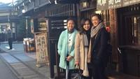 <p>Setelah bercerai dari Tora Sudiro, Anggraini Kadiman kini hidup bahagia dengan dua putrinya, Azzahra Nabila Sudiro dan Nayara Kanahaya Sudiro. (Foto: Instagram @anggikdmn)</p>