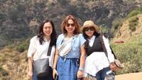 <p>Bersama kedua temannya, Anggi terlihat menikmati liburannya di Amerika Serikat. (Foto: Instagram @anggikdmn)</p>
