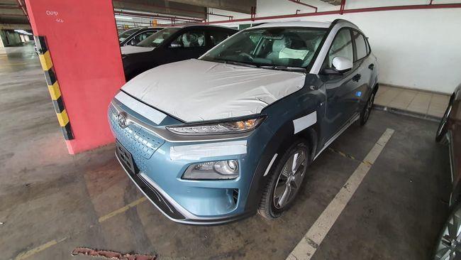 Kementerian Perhubungan membocorkan Hyundai Kona Electric telah lulus uji tipe dan harganya Rp674,8 juta (on the road).