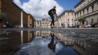 Demam Skuter Listrik di Roma Demi Menjauh dari Corona