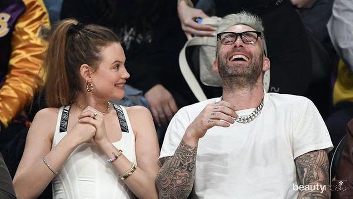 Punya Selisih Umur yang Jauh, Pasangan Selebriti Hollywood Ini Berhasil Mempertahankan Hubungan