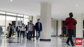 156 TKA Asal China Mendarat di Kendari, TNI-Polri Kawal Ketat