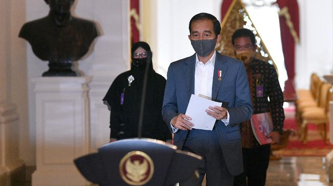 Presiden Joko Widodo resmi membubarkan 18 lembaga yang terdiri dari tim kerja, badan, komite maupun satuan tugas.
