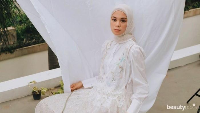 3 Style Mix & Match Kemeja Putih ala Tantri Namirah