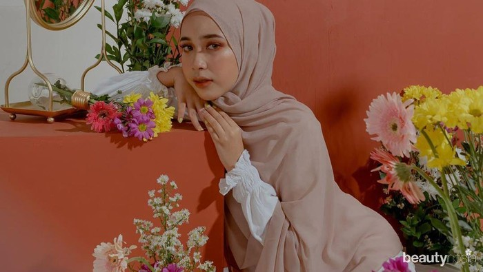 5 Gaya Hijab Pashmina ala Indy 'Jurnal Risa' yang Simpel dan Kekinian
