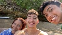 <p>Setelah tak jadi menteri, Susi banyak menghabiskan waktu bersama Alvy dan cucunya nih, Bunda. Tentunya tak jauh-jauh dari laut ya. (Foto: Instagram @susipudjiastuti115)</p>