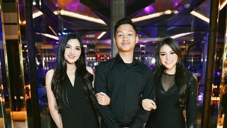 Ashanty bersama Aurel dan Azriel Hermansyah