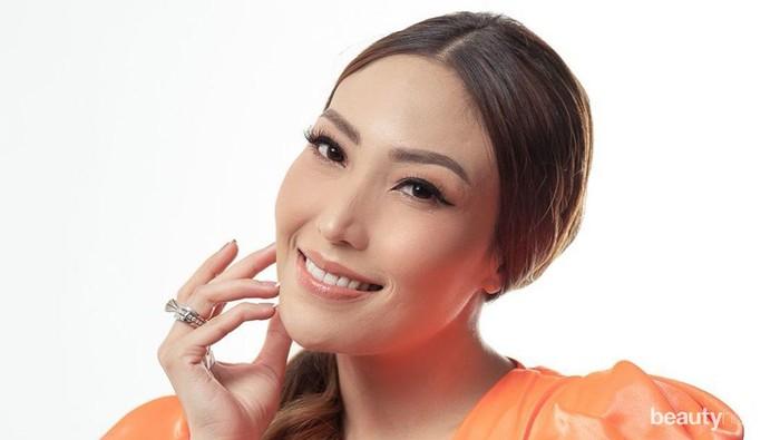 Inspirasi Gaya Makeup Ayu Dewi dari Flawless sampai Bold, Memesona!