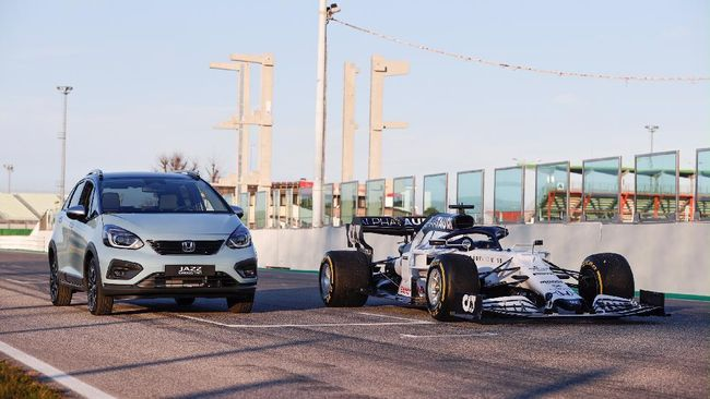 Honda Motor Europe berencana mengaplikasikan mesin hybrid dari teknologi mobil balap F1 bakal model terbaru Jazz yang akan diluncurkan akhir tahun ini.