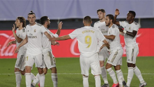 Real Madrid's Vinicius Junior, right, celebrates after scoring the opening goal with teammates during the Spanish La Liga soccer match between Real Madrid and Mallorca at Alfredo di Stefano stadium in Madrid, Spain, Wednesday, June 24, 2020. (AP Photo/Bernat Armangue)
