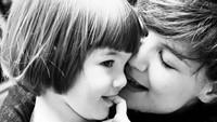 <p>Suri Cruise merupakan anak Tom Cruise dan Katie Holmes. Suri lahir pada tahun 2006. Sejak kecil, kehadiran Suri Cruise sudah jadi perhatian penggemar kedua orang tuanya. (Foto: Instagram @katieholmes212)</p>