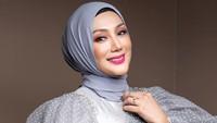 <p>Ia bahkan masuk dalam jajaran artis papan atas di dunia perfilman Melayu. Ia juga pernah disebut sebagai artis dengan bayaran termahal lho. (Foto: Instagram @errafazira)</p>