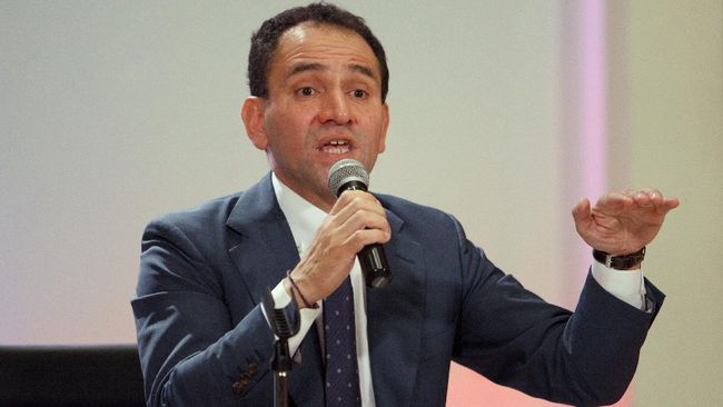 (FILES) In this file photo taken on July 09, 2019, newly appointed Mexican Secretary of Finance Arturo Herrera speaks during a press conference at the National Palace in Mexico City. - Mexico's Finance Minister, Arturo Herrera, reported on June 25, 2020 that he tested positive for COVID-19 just three days after meeting with President Andres Manuel Lopez Obrador and coinciding with other officials at various events. (Photo by STR / AFP)