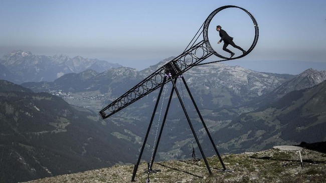 Swiss acrobat Ramon Kathriner performs with the Wheel Of The Death during the Glacier 3000 Air show an event marking the reopening of the Alpine facilities on June 23, 2020 above Les Diablerets following the lockdown due to the COVID-19 outbreak, caused by the novel coronavirus. (Photo by Fabrice COFFRINI / AFP)