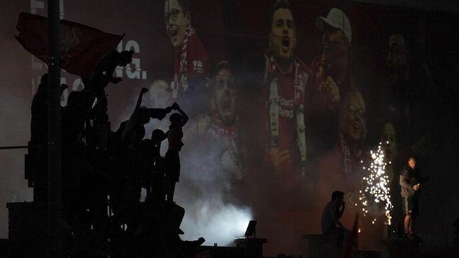 FOTO: Ribuan Suporter Liverpool Rayakan Gelar di Anfield
