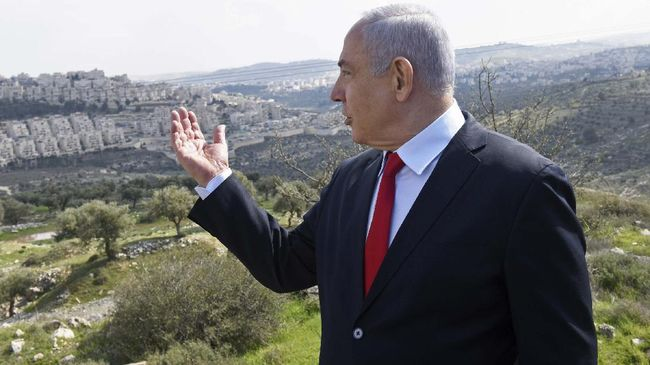 Warga protes pelarangan demo saat pandemi corona karena dianggap membungkam kritik terhadap Netanyahu yang tengah jalani sidang korupsi.