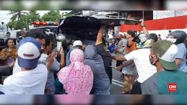 VIDEO: Warga Ambon Cegat Ambulans Pembawa Jenazah Covid-19